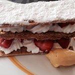 Millefeuille de fraises gariguettes et sorbet passion