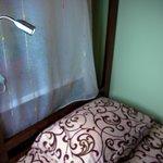 Большие просторные кровати из массива дерева, удобные ортопедические матрасы, белье 100% хлопок.