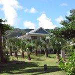 Sicht vom Garten zur Villa