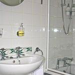 Guest room 2 - ensuite bathroom