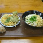 ぶっかけ・天ぷら・おにぎり しめて700円。