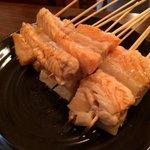 鮭ハラスの串焼きです、脂がのってて激旨です^_^