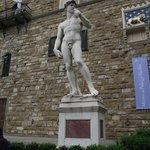Estátua di David, cópia do trabalho de Michelangelo.