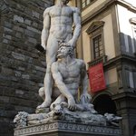 Estátua de Ercole e Caco, trabalho de Bandinelli realizado em 1534