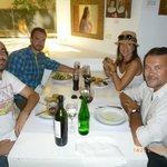 Almorzando en familia en el restaurante Juana M de Retiro en BA.