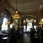 朝食ビュッフェの会場=カフェ・アメリカン