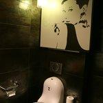les toileettes unique du parvis a chartres