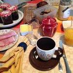 """Mon petit déjeuner """"sur le pouce"""" (et encore Mireille en a retiré la moitié!)"""