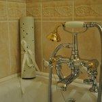 Bath tub room 109