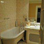 Bath tub and sink room 109