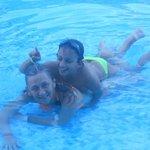Mis dos amores en la piscina
