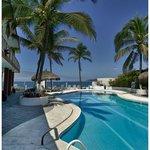 Lovely ocean-side pool