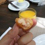 bolinho de fruta pão no café da manhã