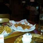 Alitas y Papas Hooters