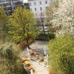 Sommergarten des Hotels in München Sendling für eine entspannte Kurzreise in Oberbayern