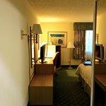 Blick von der Eingangstür in's Zimmer
