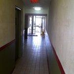 Un couloir à rénover d'urgence