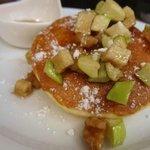 朝食 グリーンアップルパンケーキ