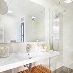 Baño completo con secador y jabones