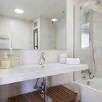 Baño compelto con secador y jabones