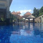 бассейн  и водный бар