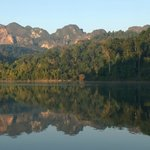 The view in the morning on Khao Sok Lake