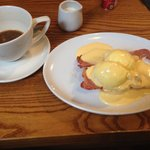 Bulletproof coffee and the eggs Benedict with smoked bacon