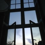 部屋の大きな窓