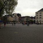 la piazza antistante