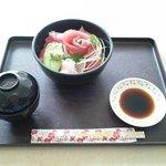 鉄火丼(¥880)