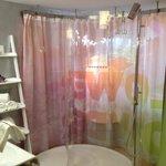 Glas-Dusche mitten im Zimmer ;-)