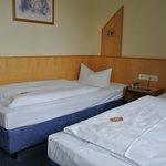Einzelbett mit Gummibärchen