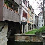 Wohnungen über Brücke