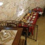 朝食兼ディナー用、数千年前の洞窟です。