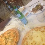 Pizza con melanzane e pizza con gorgonzola e pere