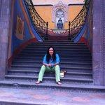 En las escaleras de La Casa Azul en Querétaro ! Hermoso lugar