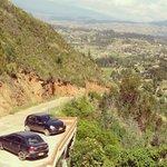 Carretera de llegada - al fondo Villa de Leyva