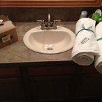 Aspen Winds - Guest Room 5 Bathroom Area