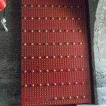城壁に入る扉。中国では9という数字に意味がある。縦にも横にも「9」。ここまで来るには有料になる。