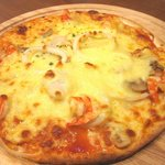 ucc cafe - seafood pizza 1
