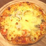 ucc cafe - seafood pizza 2