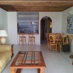 Lounge, dining & kitchen