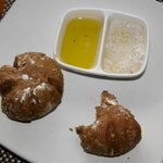 Местные горячие булочки с маслом и солью