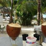 Het ontbijt bij kontiki beach resort, aan het strand Super