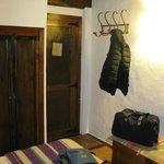Puerta de entrada a la habitación nº 5