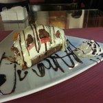 """""""Espectacular"""".Tarta de bizcocho de chocolate y frutas. Ojo!!, fuera de carta los viernes y fine"""