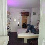 Cabine Queen - cama retártil, bagageiro e TV LCD