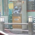 geldausgabwautomat gegenueber vom hotel