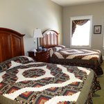 Room 903 - gorgeous quilts and super comfy beds!
