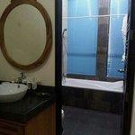 Badkamer en aparte wastafel